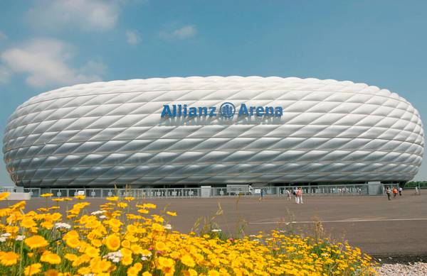 The specialist in membrane structures seele cover realizes the envelope of the arena with air cushions of two-ply ETFE-foil.