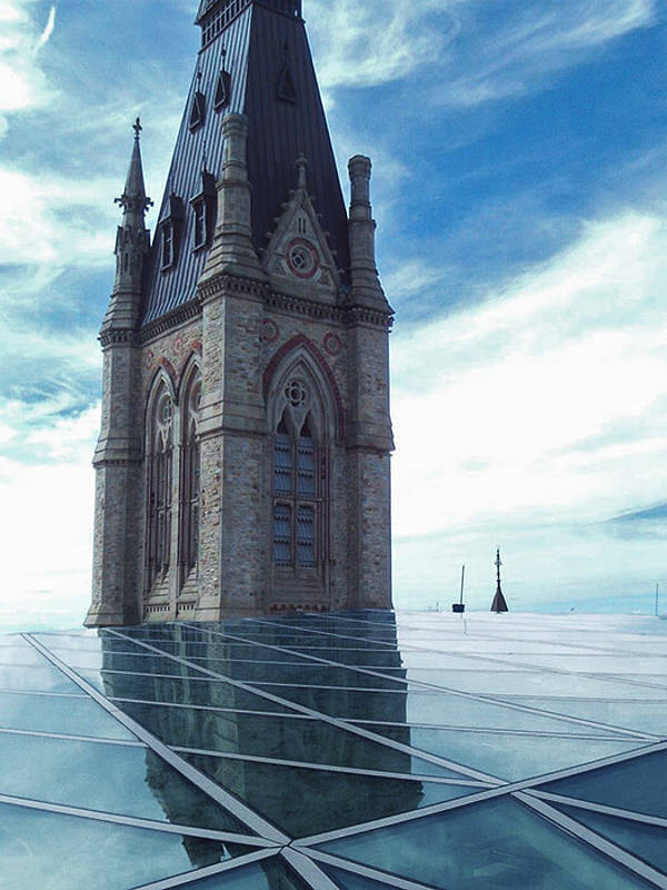 A floating new roof structure in steel and glass for the West Block, Ottawa made by seele.
