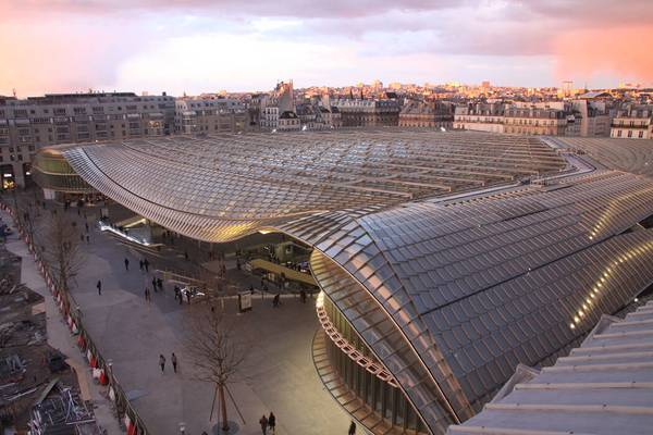 La canopée at Les Halles in Paris consists of a light, translucent bulding-shell, made by seele.