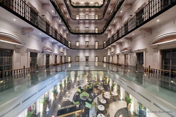 For the luxurious boutique hotel in Budapest, the Aria hotel, seele realized the atrium glazing above the lobby.