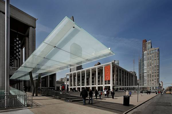 seele realized the canopies for the lincoln center with a Y-column and two slightly outward-tilting steel beams.