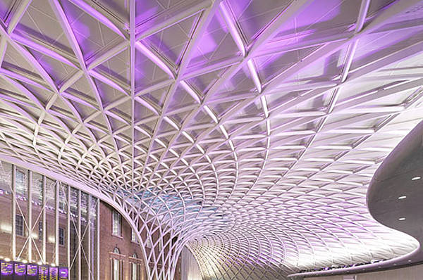 Main concourse roof and western canopies supported by free-standing shell structures as steel construction by seele at King's Cross in London