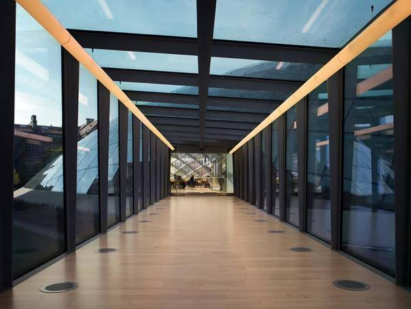 Visitors enter the new Mansueto Library in Chicago via a glass bridge made by seele.