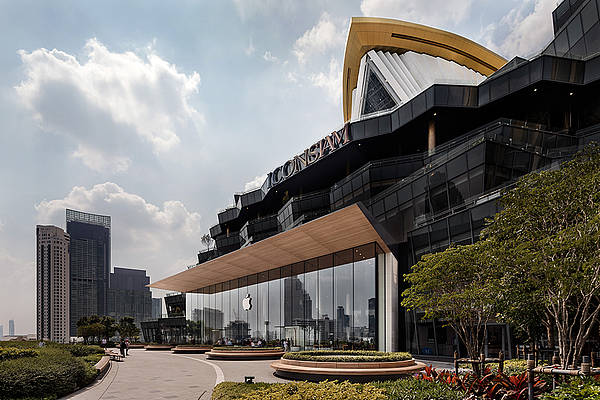 The first Apple Store in Thailand has opened at ICONSIAM.© Andreas Keller