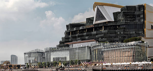 64 triangluar panes for the steel A-frame of ICONSIAM Wisdom Hall realized by seele