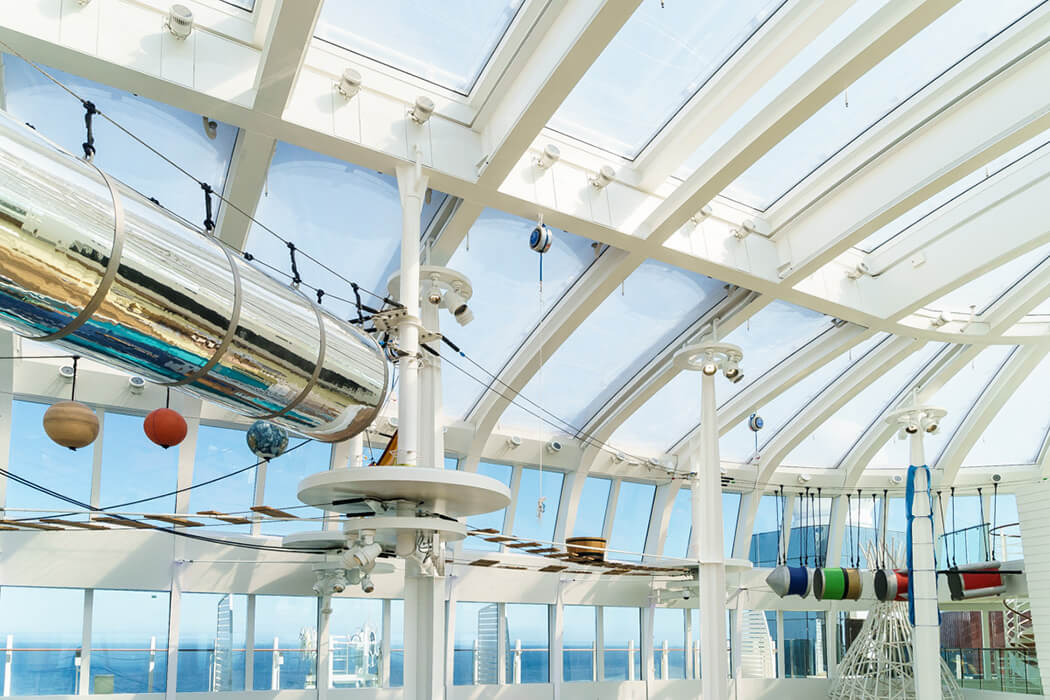 The three-layer, transparent ETFE foil cushions span over the pool and leisure areas of the activity decks of the AIDA.