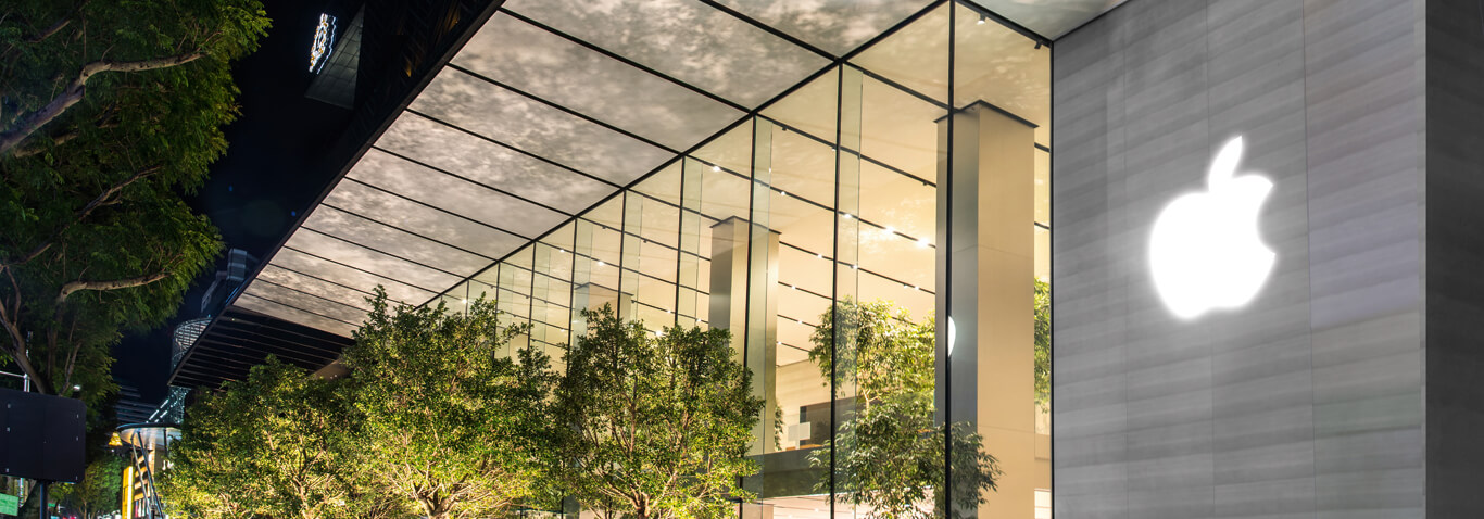 The specialist in façade construction seele realized the all-glass façade of the Apple Store Knightsbridge, Singapur.
