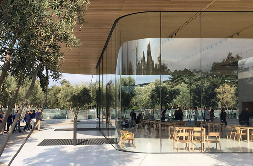 Apple Park Visitor Center and Reception Buildings: all-glass façades - seele