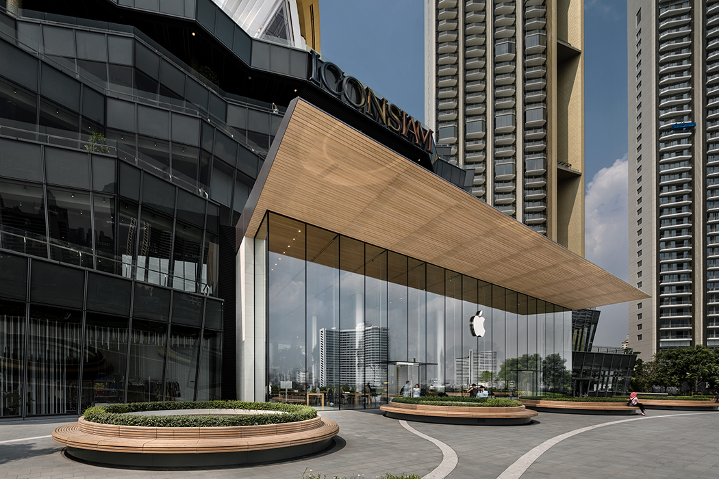 Apple Retail Store Thailand: designed by Foster + Partners, realized by seele. © Andreas Keller