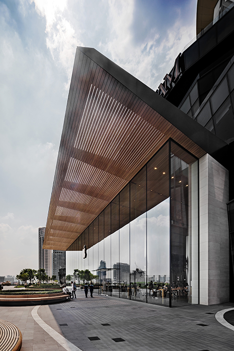 Wood-like aluminium canopy for Apple Retail Store ICONSIAM. © Andreas Keller