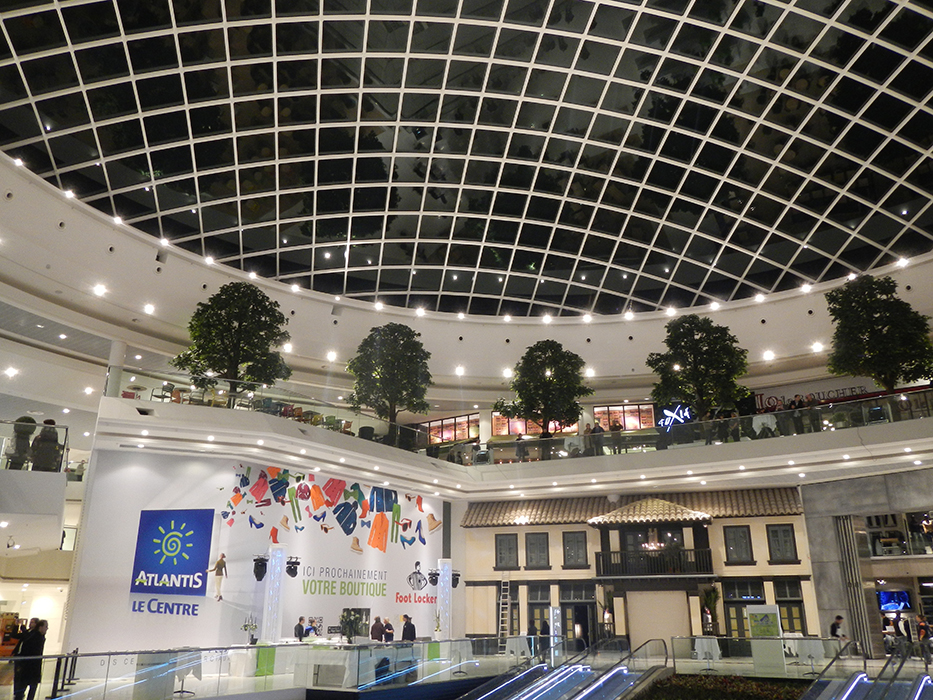 The outer envelope of the glass dome of the Atlantis shopping centre is made up of 640 rhombus-shaped insulating glass units with a solar-control coating.