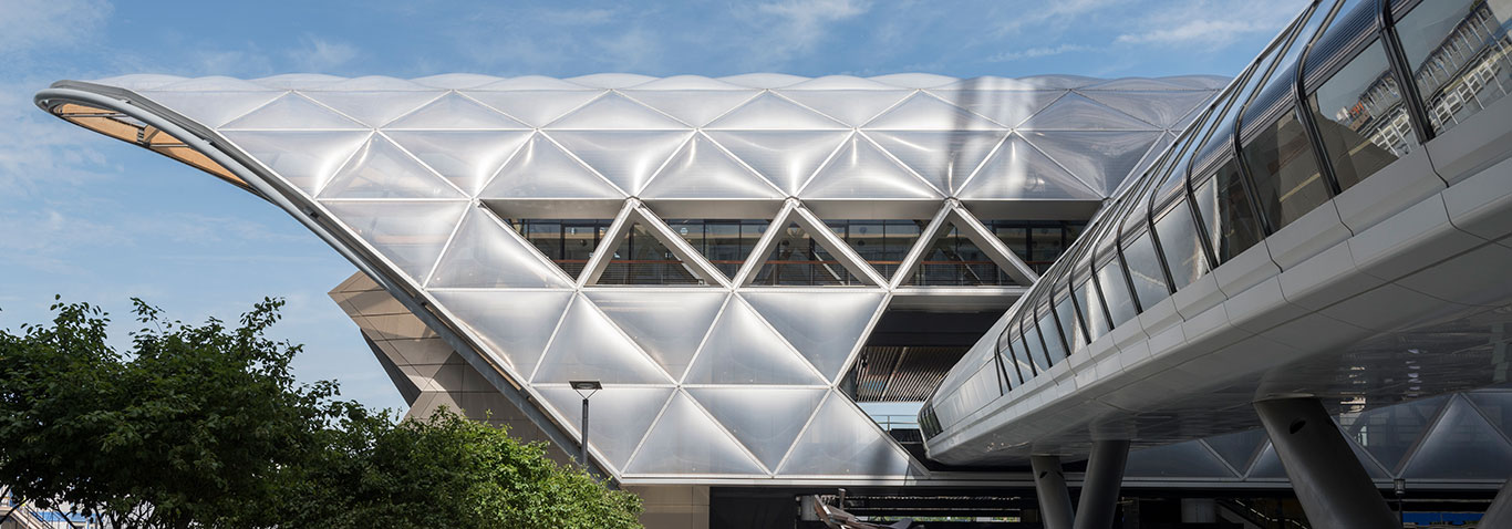 Façade construction specialist seele created the futuristic roof to the railway station Canary Wharf Crossrail Station in London, UK, with 10,000sqm of ETFE-foil and 778 two-ply ETFE-cushions.