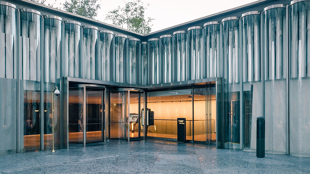 Special highlight at New World Centre Hong Kong: Glass tube façade with CCF technology