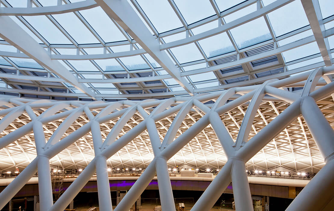 All together seele installed 600sqm insulating glass and 1.200t stainless steel for the train station King's Cross in London.