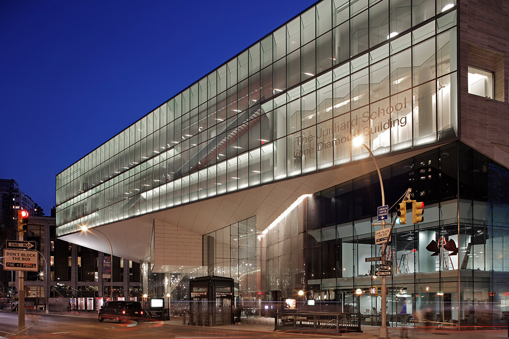 Façade specialist seele constructed the façade for the lincoln center in New York with an overall façade area of 1,200qm.