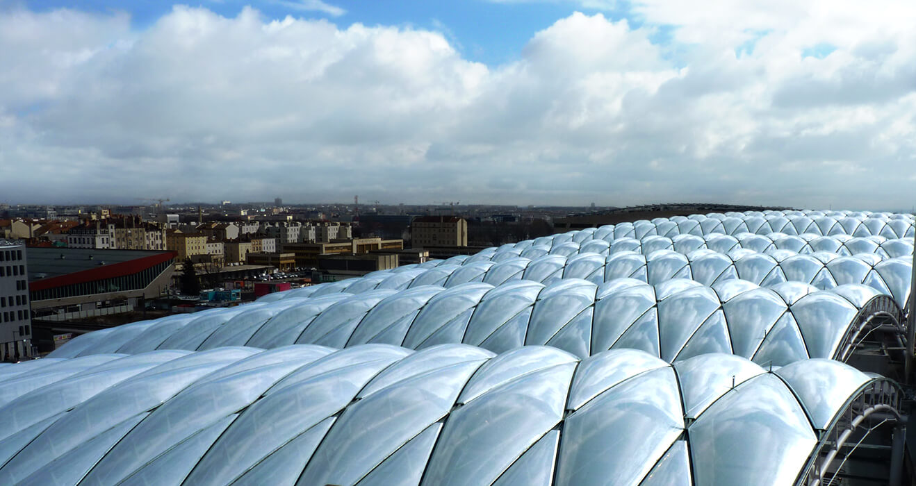 All together the Shopping complex received from façade specialist seele a 22,000sqm great two-layer ETFE cushion roof.