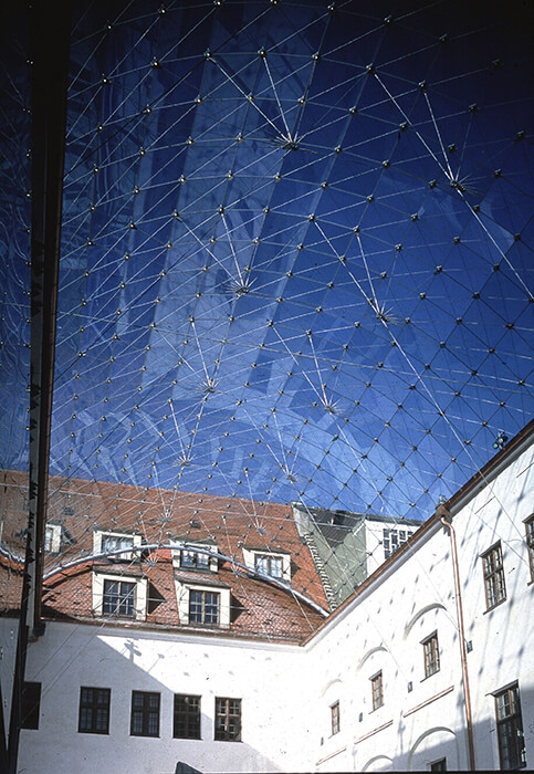 The panes of the roof from the maximilian museum in Augsburg are made of laminated safety glass.