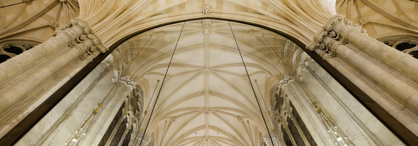 Façades specialist seele assembled the 82sqm big internal façade in the St.Patrick's Cathedral in New York City.
