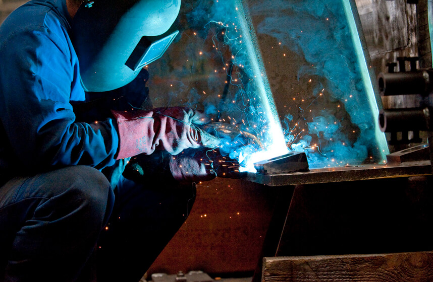 Straightening, grinding and welding at seele in pilsen